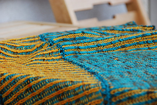 Brioche-shawl-zblizenie_small2