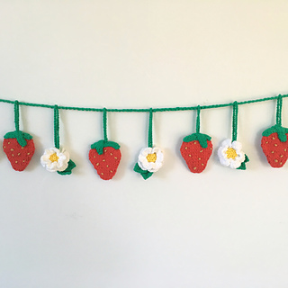Ravelry Strawberry Bunting Pattern By Libby Summers