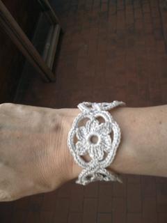 Flower_bracelet_b_small2