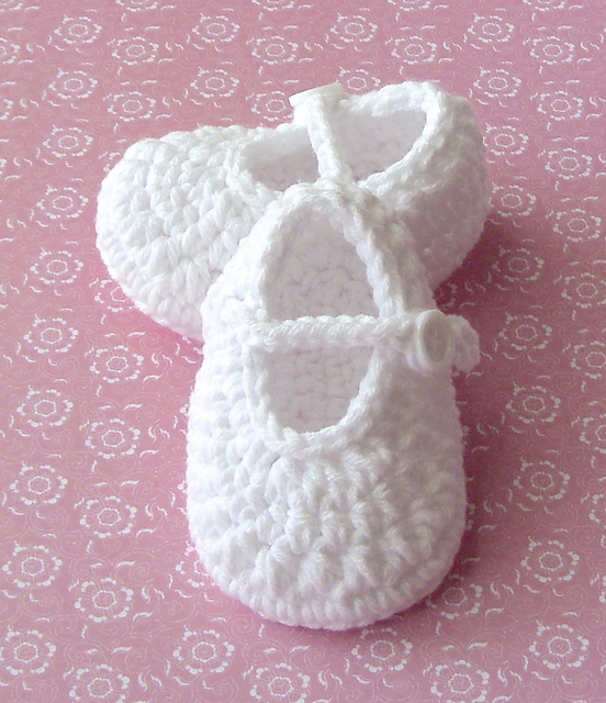 Baby's Classic Mary Jane Shoe pattern by Lisa Corinne Crochet