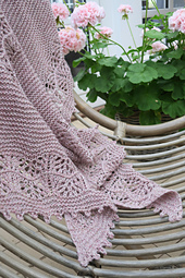 Honey_plum_shawl_008_small_best_fit