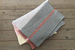 Dream_weaver_chunky_blanket_crochet_pattern_throw_grey_small_best_fit