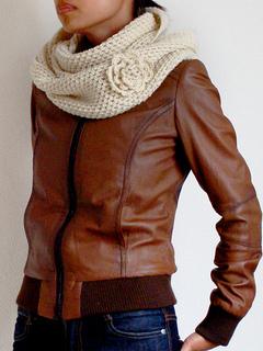 Martha Cowl scarf pattern by Lthingies