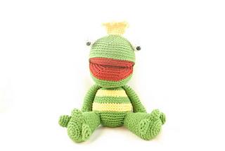 Lwc_-_amigurumi_-_lennard_the_frog_prince_-_1_small2