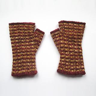 101414_burgundy-gold_gloves_1_small2
