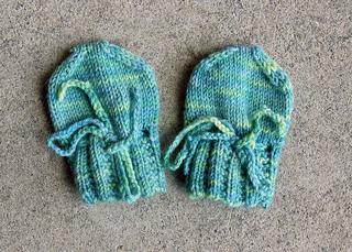 Sock-yarn-newborn-mittens-0_small2