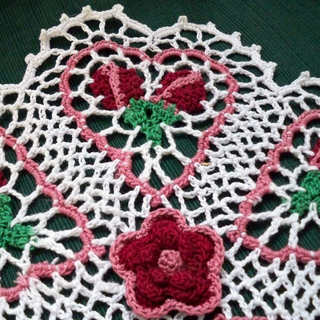 Rose_bud_doily_009_small2