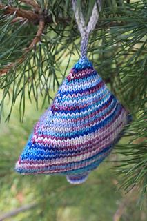 ravelry christmas tree ornament pattern by valya boutenko
