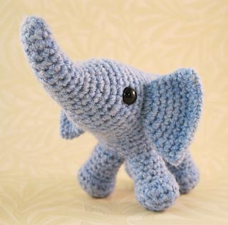 Baby_elephant_05_small2