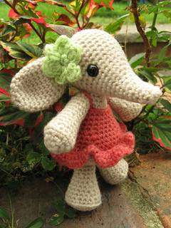 Flora_the_elephant_04_small2