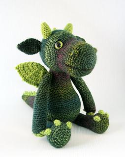 Cuddly_dragon_green_01_small2