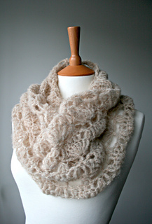 Delicate_air_weight_lace_cowl__161__6_small2