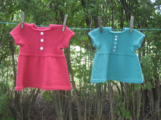 Baby_dress_clothesline2_small2