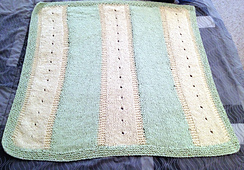 Baby_blanket_with_eyelets_small_best_fit