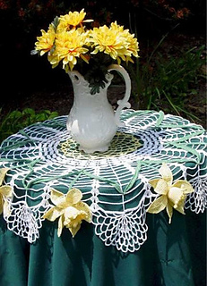 Crochet-maggie-weldon-daffodil-table-topper-pa135_large_small2