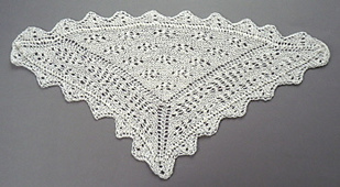 Triangular_shawl_with_border_and_lace_small_best_fit