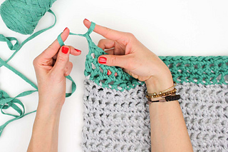 How-to-finger-crochet-for-beginners-video-tutorial-7_small2