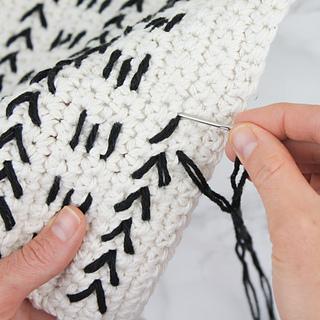 Crochet-mud-cloth-pillow-sq-4_small2