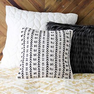 Crochet-mud-cloth-pillow-sq-5_small2
