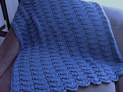 Blue_scallop_lap_robe_small