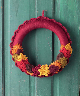 Crochet_at_home_-_switchable_seasons_wreath_beauty_shot_small2