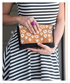 It_girl_crochet_-_edie_clutch_beauty_shot_small2