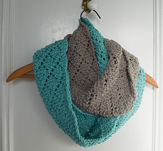 Ravelry Two Toned Diamonds Infinity Scarf Pattern By Marie Segares