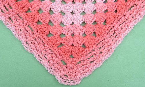 Simple_rectangular_granny_blanket_free_crochet_pattern_by_underground_crafter_2_medium
