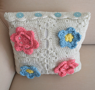 Picking_flowers_pillow_free_crochet_pattern_by_underground_crafter__4_of_4__small2