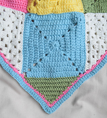 Classic_granny_with_a_twist_blanket_free_crochet_pattern_by_underground_crafter_corner_detail_small