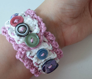 Layered_button_cuff_free_crochet_pattern_by_underground_crafter_11_small2