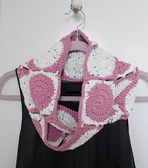 Little_dots_big_dots_infinity_scarf_free_crochet_pattern_by_underground_crafter_3_small