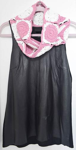Little_dots_big_dots_infinity_scarf_free_crochet_pattern_by_underground_crafter_4_medium
