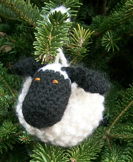 Chubby_sheep_ornament_on_tree_front_3_small2