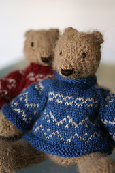 Two_knitted_bears_small_best_fit