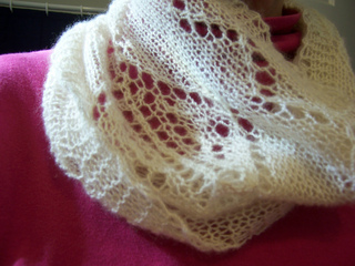 Pattern_leaves_cowl_small2