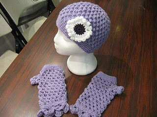 Hat_and_fingerless_gloves_set_bfs_medium_purple_small2