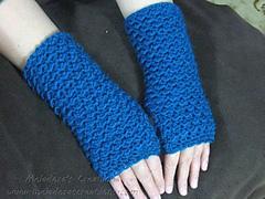 Moss_stitch_fingerless_gloves_display_small