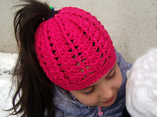 3dfce1a5cfbf8 Ravelry  Messy bun hat for runners pattern by Perfect Crochet For You