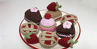 Free-crochet-strawberry-pattern_small_best_fit