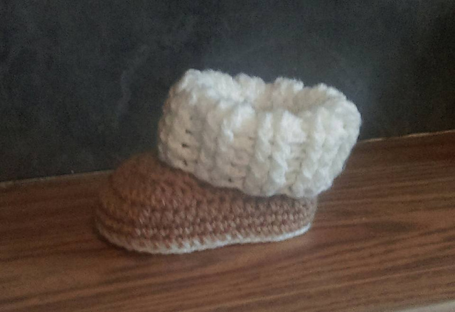 Ravelry Baby Ugg Style Booties Pattern By Jinty Lyons