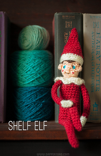 Shelf_elf_with_title_medium