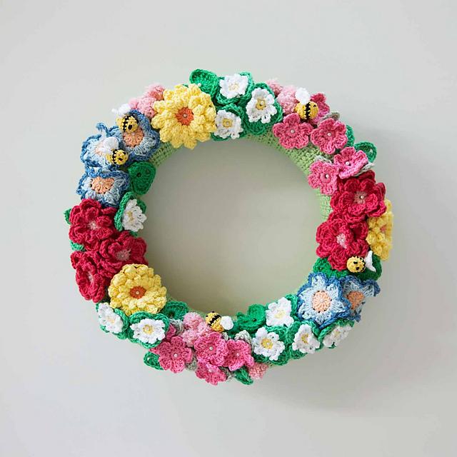 ravelry crochet flowers bees wreath pattern by mandy o sullivan