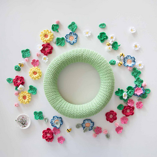 Crochet-flowers-spring-wreath-mollie-makes-materials_small2