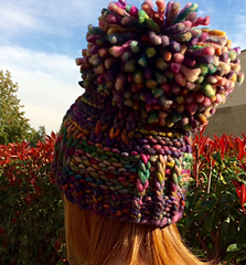 A_pompom_with_a_hat_super_bulky_small