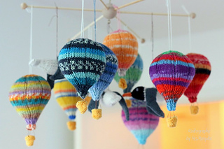 ravelry hot air balloons mobile pattern by doreen blask. Black Bedroom Furniture Sets. Home Design Ideas