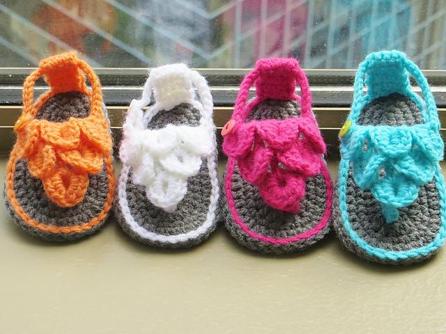 Ravelry Crocodile Stitch Baby Sandals Pattern By Crochetdreamz