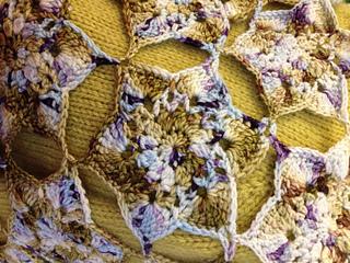 Wool_bar_shawl_close_up_small2