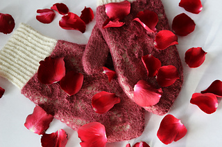 Rose_petals_on_snow3_small2