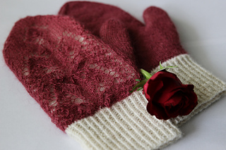 Rose_petals_on_snow17_small2